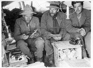 Adolf Göttner, Paul Bauer und Günter Hepp bei der Kundfahrt 1936 (Historisches Alpenarchiv)